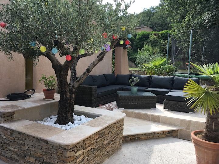 Villa pour vivre dehors sous le soleil provencal