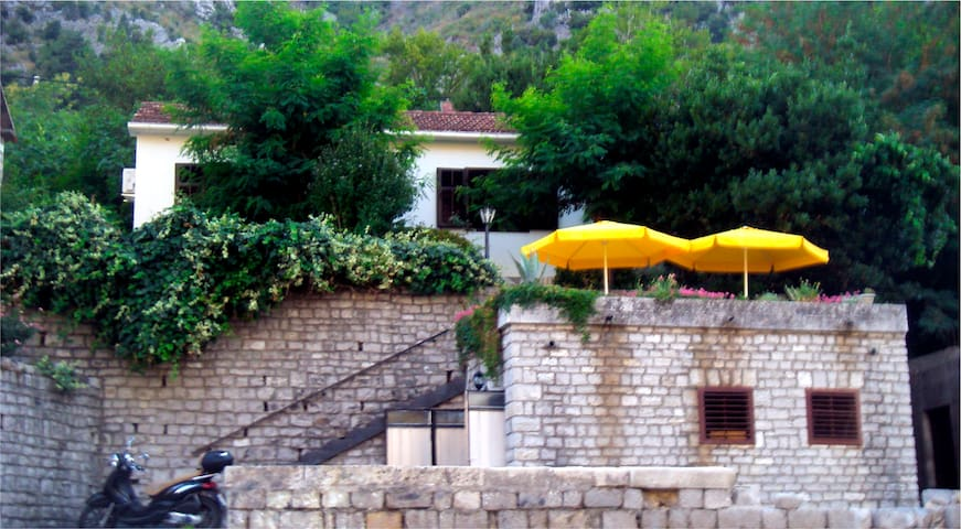 Apartment House in Boka Bay - Muo - House