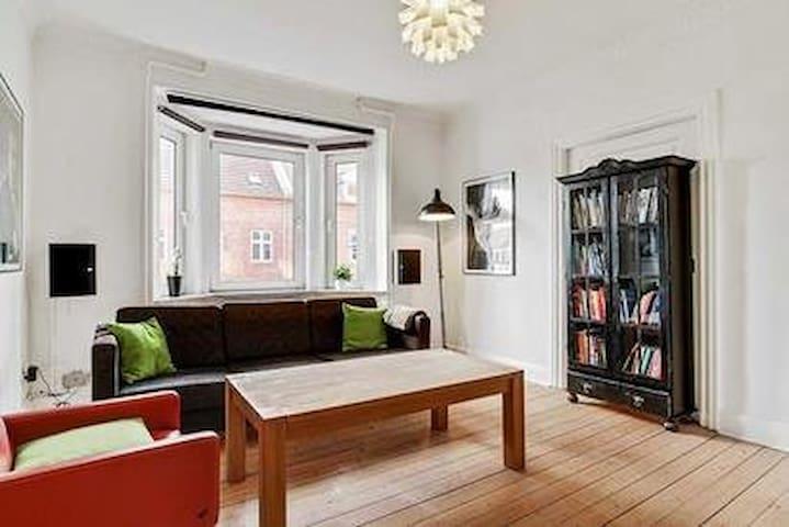 Klassisk 3 'er+ Sauna, Nær Centrum - Ольборг - Квартира
