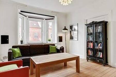 Klassisk 3 'er+ Sauna, Nær Centrum - Aalborg - 公寓