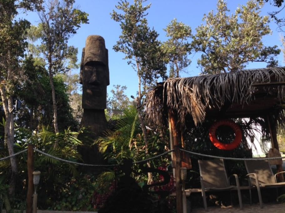 The Margaritaville area with Rapanui's peaceful welcome.
