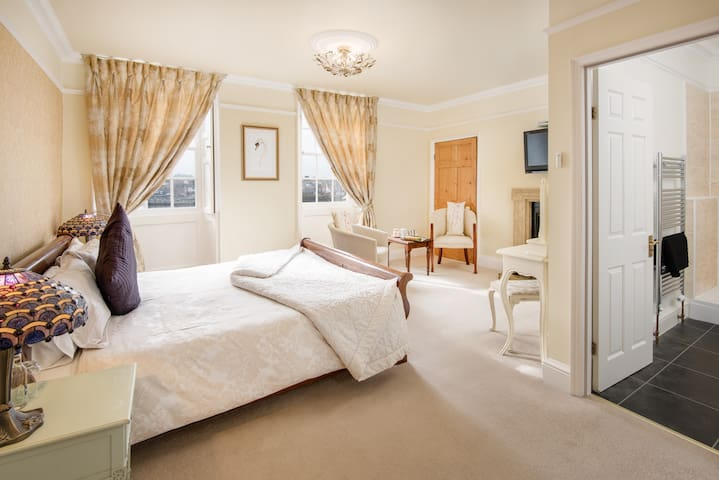 A 5* Gold rated B&B - Swan Room