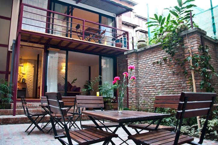 Courtyard Cottage 50m from Patan Durbar Square! - Patan - Wohnung
