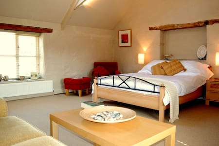 Spacious B&B Suite on Working Farm - Pelynt