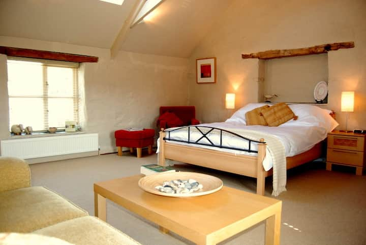 Spacious B&B Suite on Working Farm