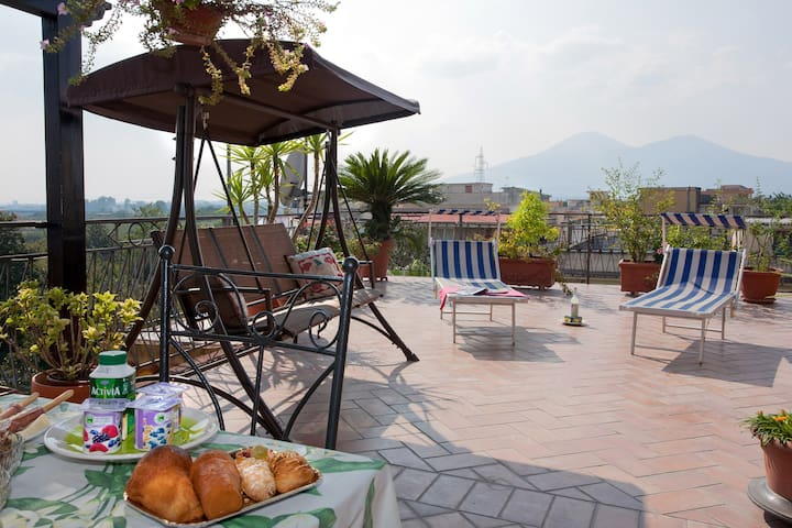 Vesuvio Residence: Welcoming family - Striano - Aamiaismajoitus