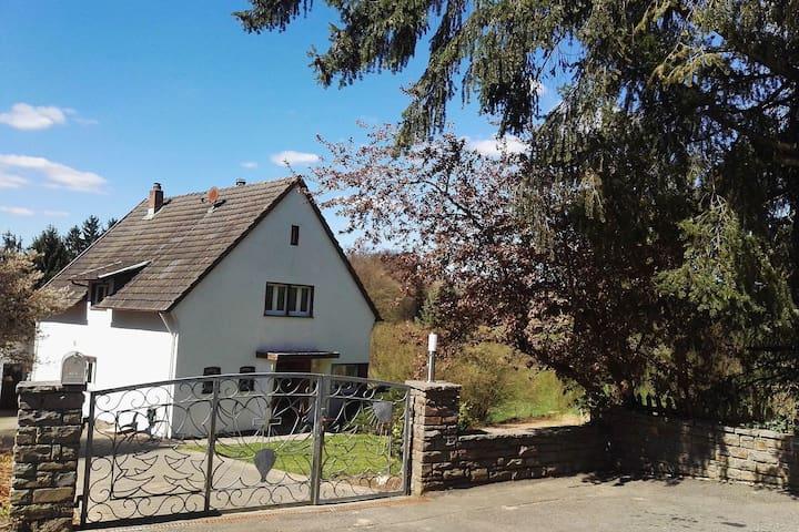 Casa de vacaciones en Filz cerca del río