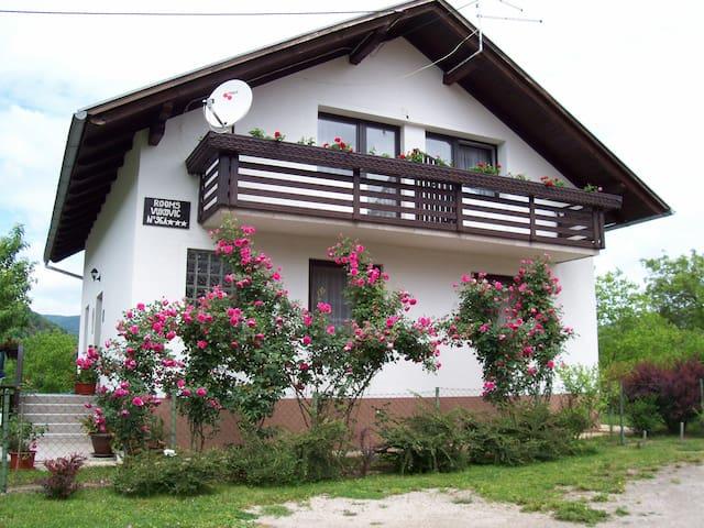 House Zlatko room 2 - Selište Drežničko - บ้าน