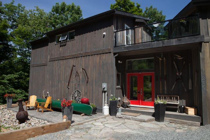Lux Cottage Chalet, Muskoka Canada