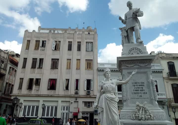 Hostal 1ra de Bernaza, La Habana Vieja, Cuba (2R)