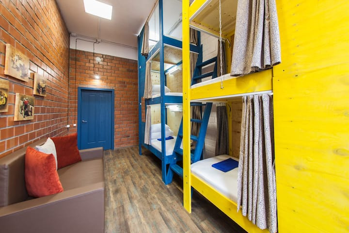 Place in a 6-bed dormitory room