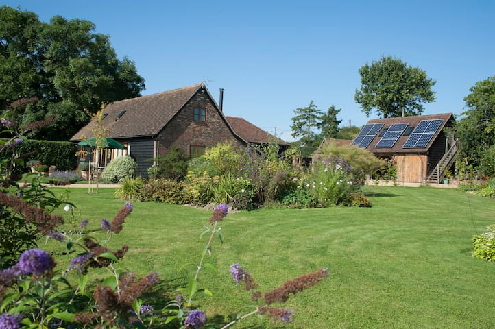 Bright but cosy Barn Conversion. - Faygate