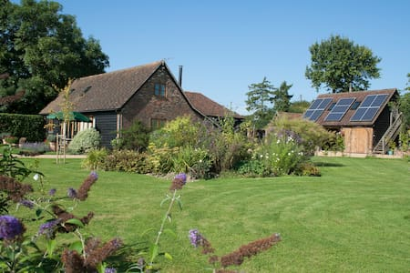 Bright but cosy Barn Conversion. - Faygate - Dom