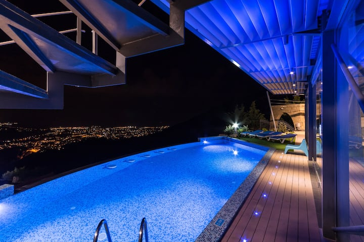 Ultra modern villa with sea view