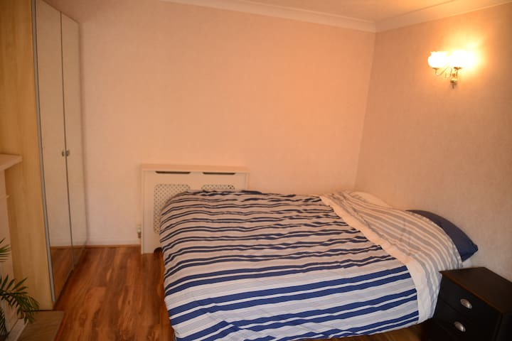 Double room 8min walk from town!