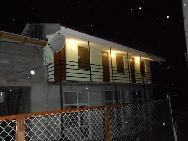 Уютный дом рядом  централной улицей - Tkibuli - House