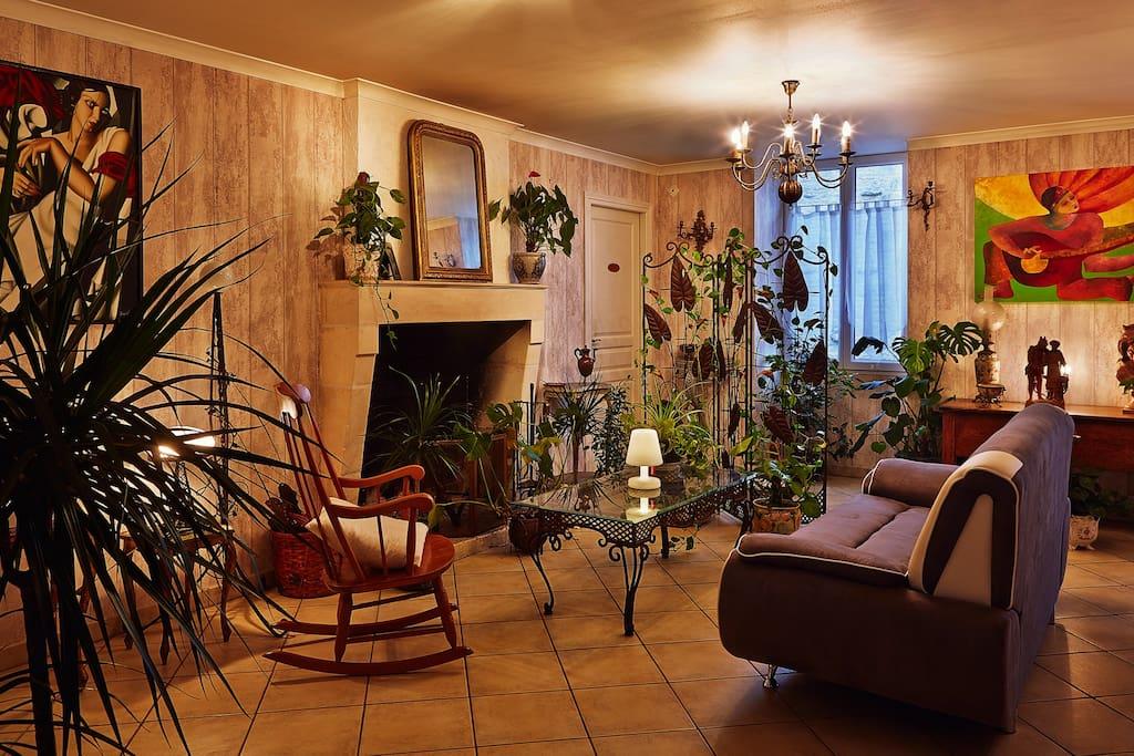 Le salon dans lequel vous pourrez vous détendre après une journée passée à découvrir la région.