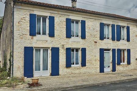 La Rochelle. Marais Poitevin - Chambon - Haus
