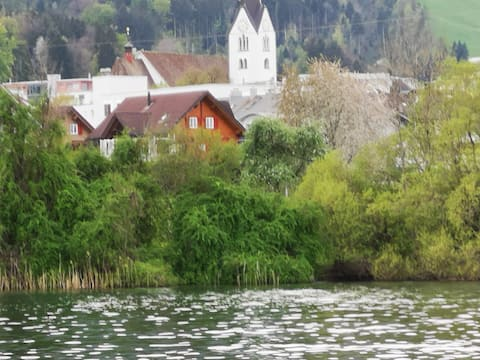 Nice house at the lake  /  Haus direkt am See