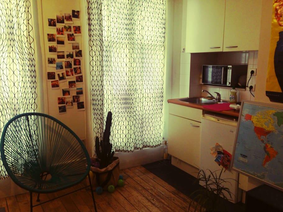 petit studio cosy apartments for rent in paris le de france france. Black Bedroom Furniture Sets. Home Design Ideas