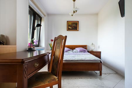 Double bedroom with tranquil garden I - Krakau - Haus