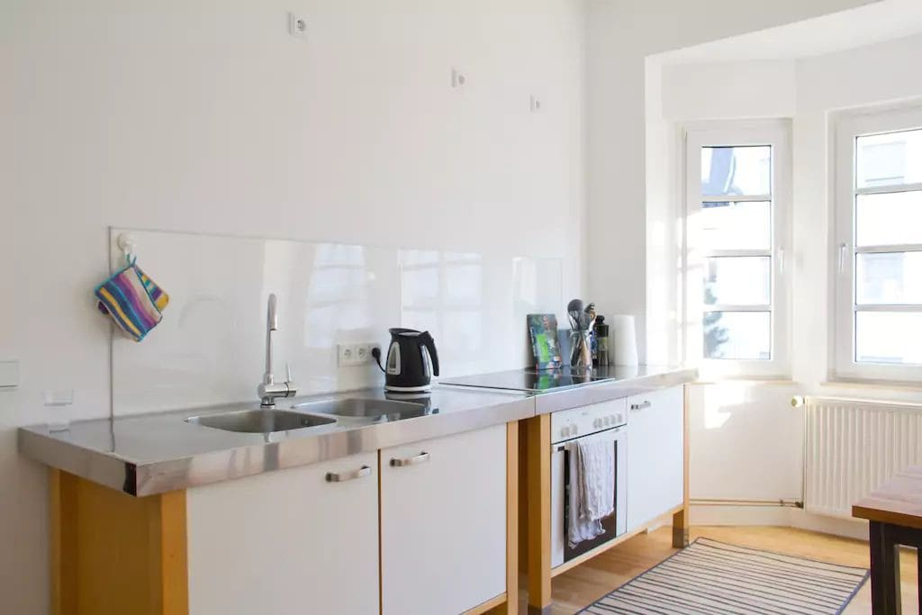 Fully equipped large kitchen with large oven