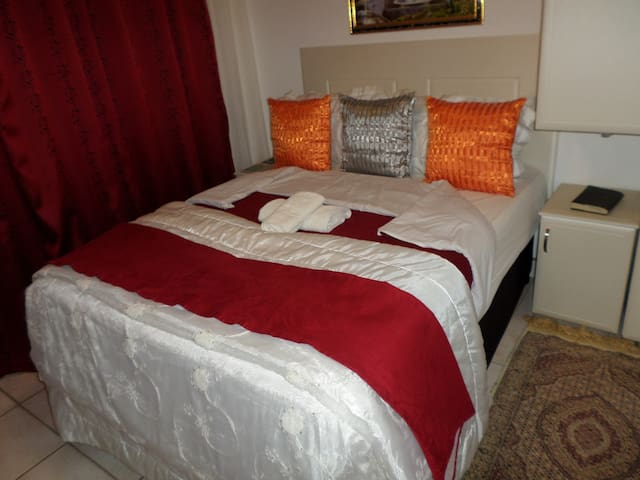 Lala Khona Lodge-Double Room