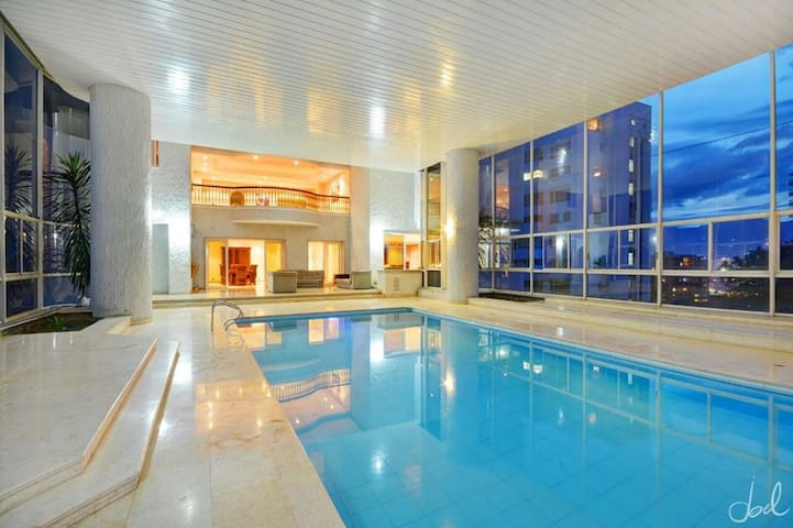 12 BEDROOM 10000 SQFT PENTHOUSE PRIVATEHEATED POOL