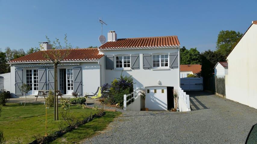 Belle maison à 7 mn de l'océan - L'Aiguillon-sur-Vie - บ้าน