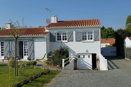 Belle maison à 7 mn de l'océan - L'Aiguillon-sur-Vie - Huis
