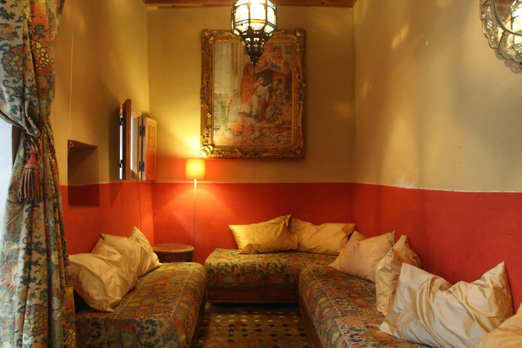 A quiet Moroccan-themed room to relax and unwind in