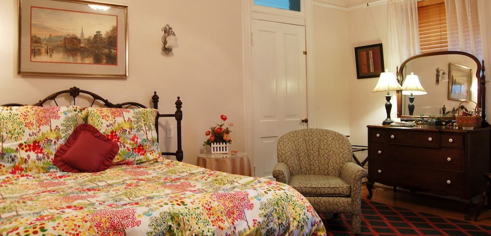 Big, Comfortable  Rooms--views,too! - Mountain City - Bed & Breakfast