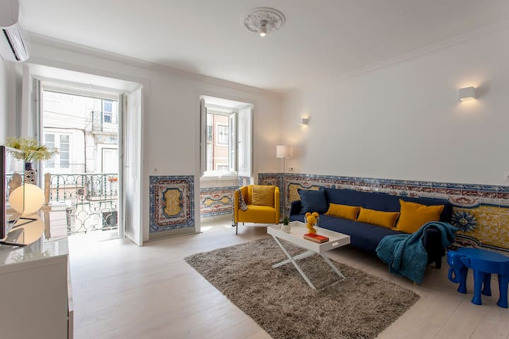 2 BR Apt W/Terrace in Center Lisbon