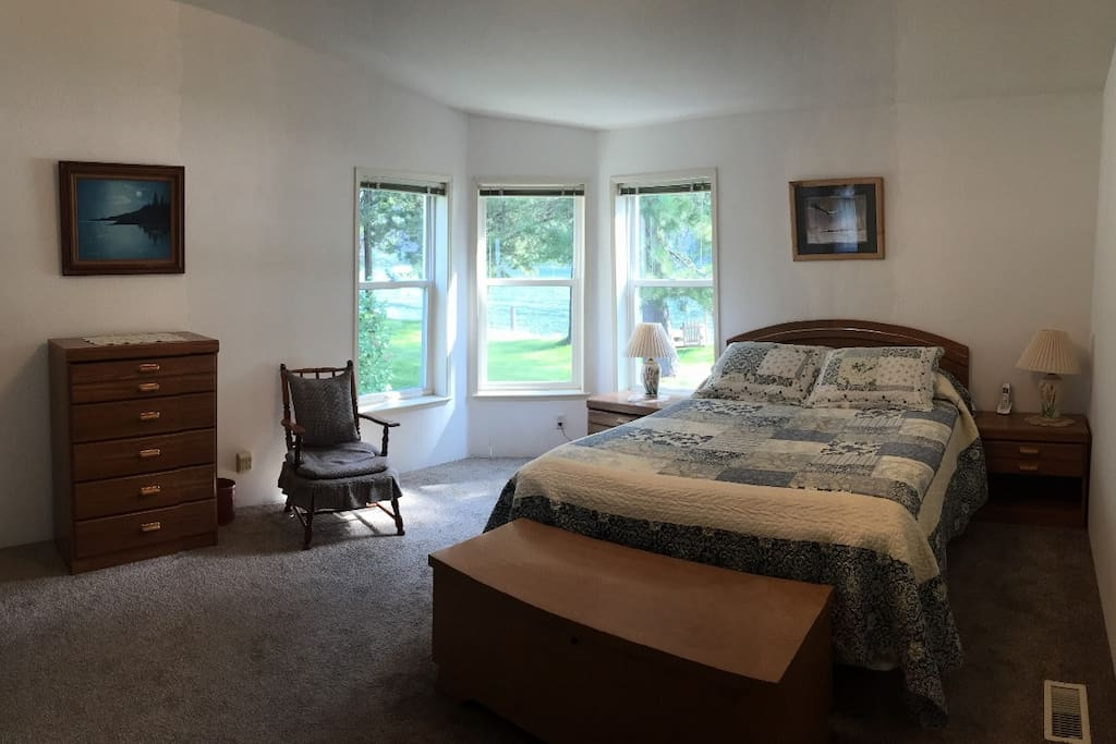 Spacious Master Bedroom with Queen Bed