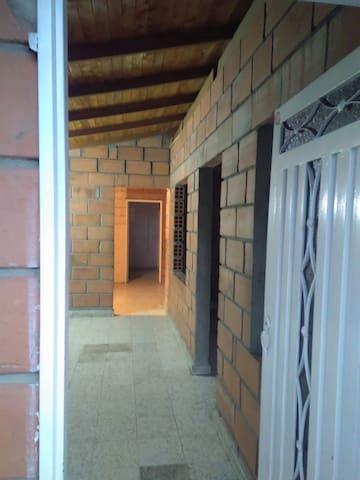 Casa acogedora en zona arbolada