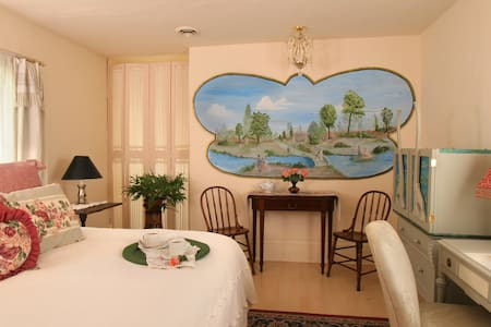 Bronte - Junior King Suite - Chautauqua