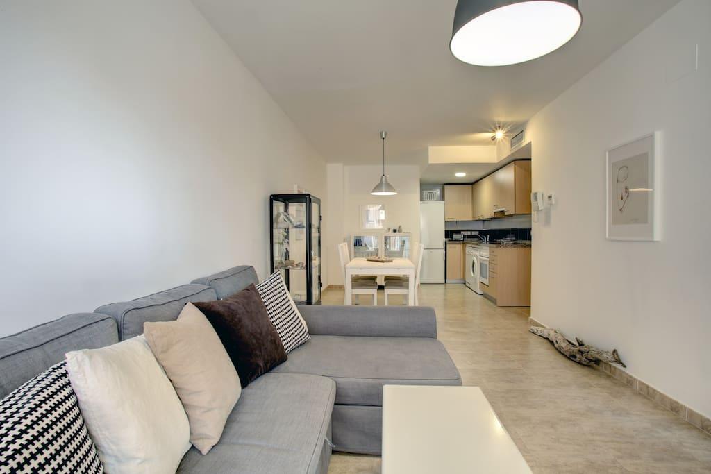 Actualmente contamos con un mueble que utilizamos para dividir espacios, comedor - cocina del salón aportando intimidad