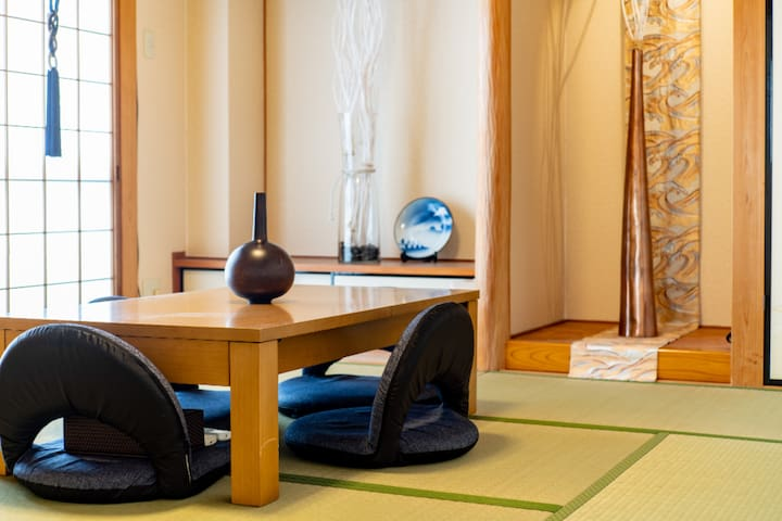 E2京都河原町市中心霸王房120平方米4房有大陽台大客廳可10人一起舒服的用餐圍爐聚會喝酒聊天喔