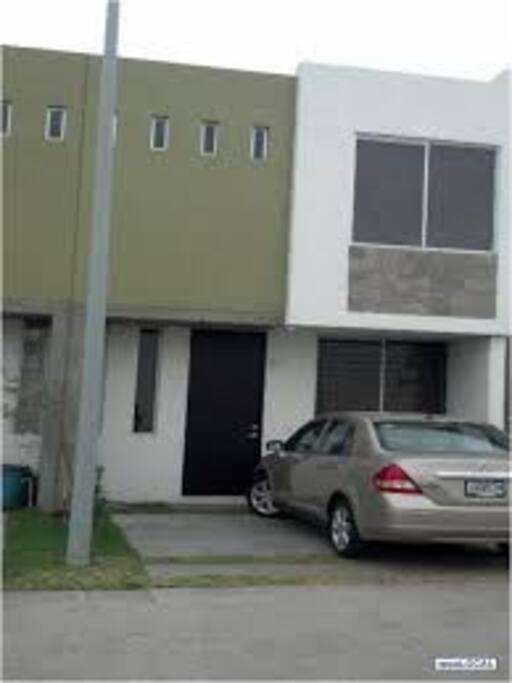 estacionamiento 2 autos, mas 4 espacio para visitantes