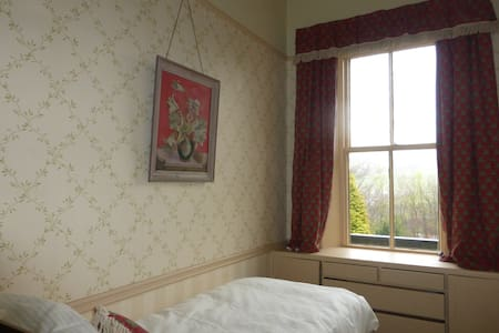 Single bedroom with lovely views - Holmbridge