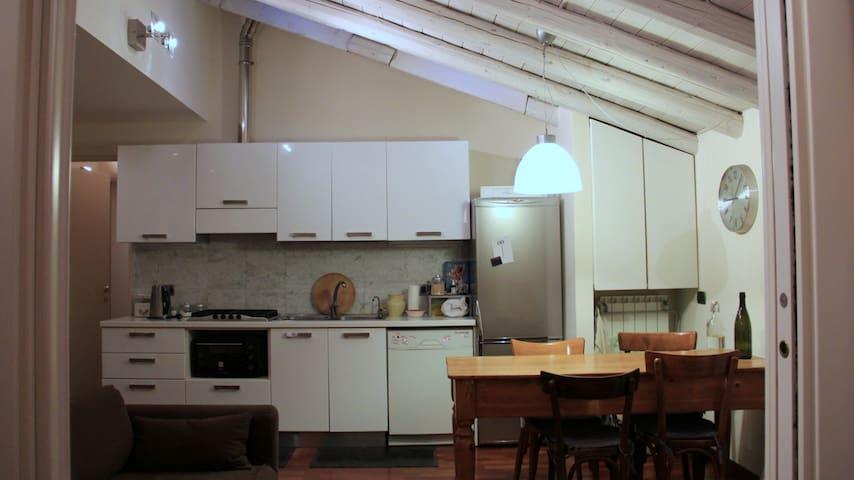 BILOCALE MILANOLAMBRATE AGOSTO 2015 - Milán - Apto. en complejo residencial