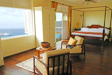 Villa for 6, Above white sand beach