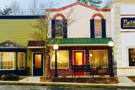 Downtown Studio~Unique/upscale in N Georgia! - Demorest