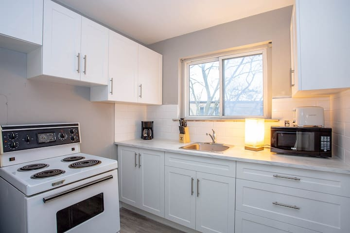 Comfy one bedroom Apartment- Minutes to Downtown