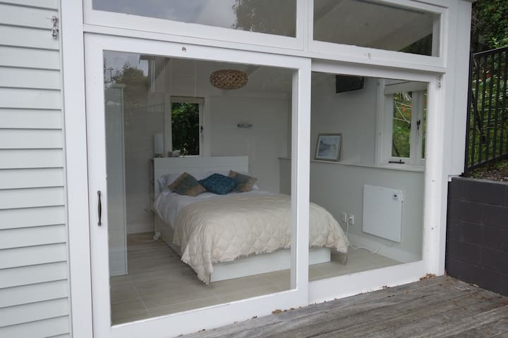 (SENSITIVE CONTENTS HIDDEN) w/ en-suite, wifi & pool nr Pt Chev beach - Auckland - Haus