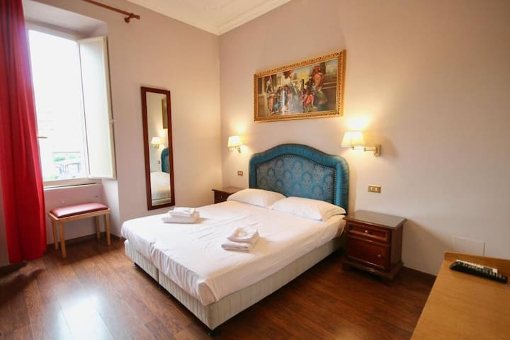 IDEAL ROOM CLOSE TO SAN PIETRO STATION