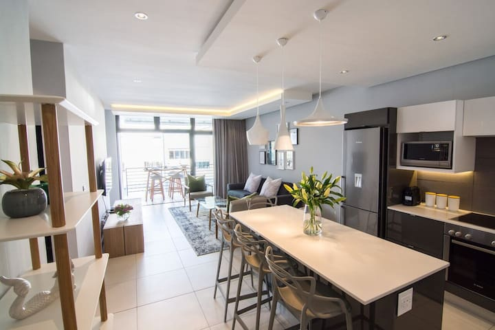 Stylishly Simple Apartment with Signal Hill Views