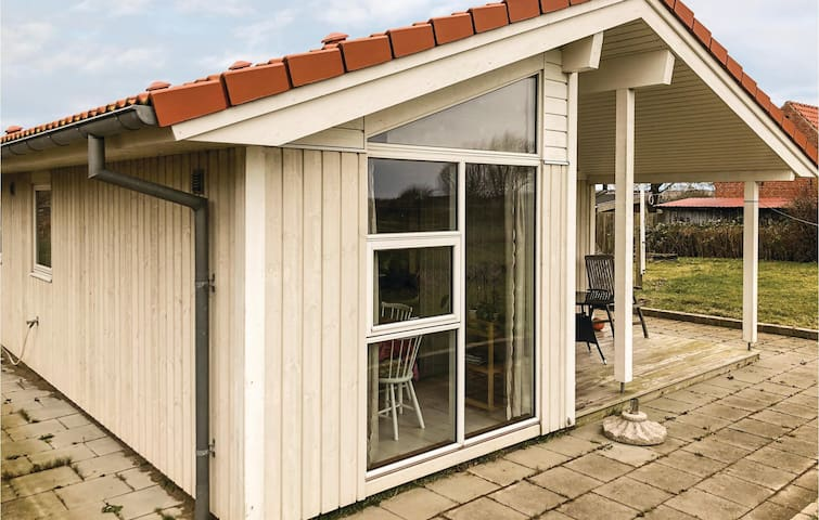 Holiday cottage with 2 bedrooms on 65 m² in Borre