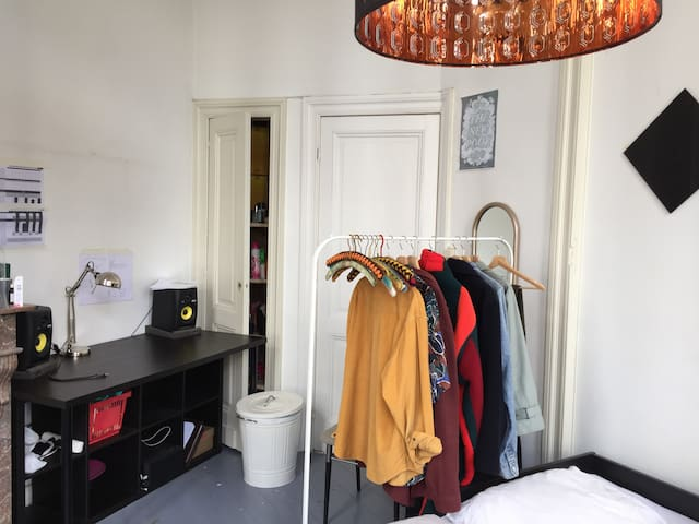 Cozy and bright room in Antwerp - Antverpy - Řadový dům