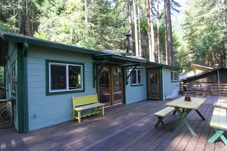 The Romantic Madrigal Tree House - Guerneville